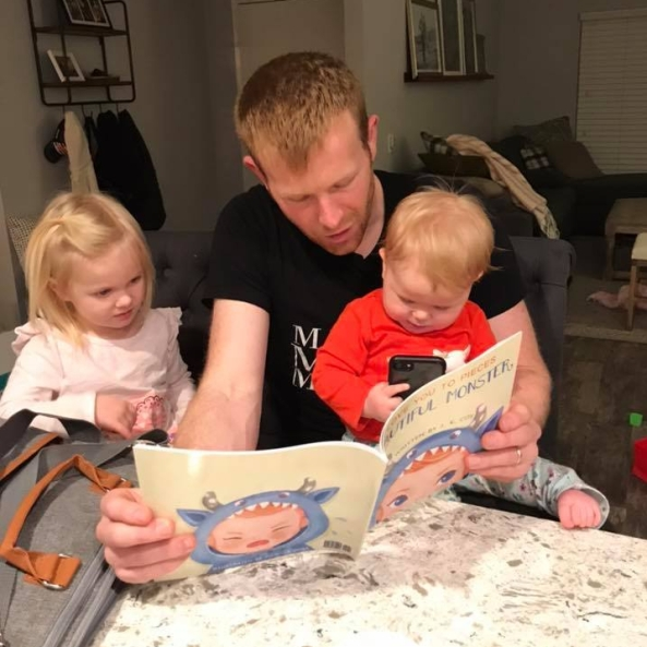 dad reading to kids, best dad ever