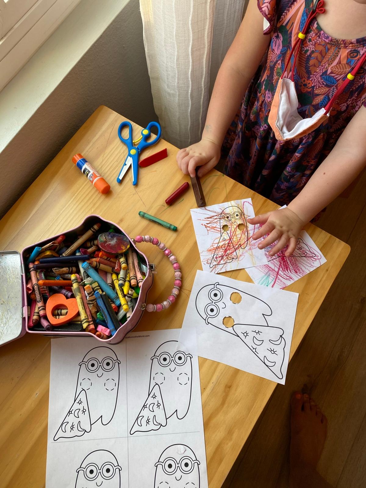 October Craft: Ghost Finger Puppets FreePrintable